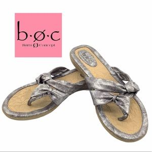 BOC BORN FLAT SANDALS SIZE 8
